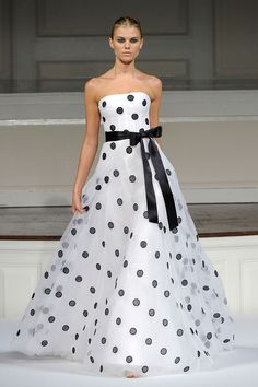 Oscar De La Renta Spring 2011 RTW White and Black Polka Dot Ball Gown media gallery on Coolspotters. See photos, videos, and links of Oscar De La Renta Spring 2011 RTW White and Black Polka Dot Ball Gown. Polka Dot Wedding Dress, Dot Dress, Dress Up, Trend Fashion, Moda Fashion, Runway Fashion, Fashion Shoes, Beautiful Gowns, Beautiful Outfits