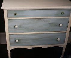 ASCP: drawers Louis Blue. dry-brushed Duck Egg in spots body and the top in Old White. Distressed, very minimal dark wax mixed with a spoonful of Duck Egg.