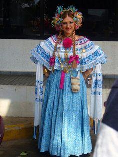 Pollera Montuna santeña con rebozo de lujo #pollerapanameña