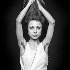 Être belle et poilue, c'est possible. Et c'est le message que le photographe britannique Ben Hopper a souhaité faire passer au travers de son travail intitulé Natural Beauty...