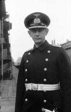 """✠ Ernst Lindemann (28 March 1894 – 27 May 1941) Went down with the Bismarck. RK 27.12.1941 Kapitän zur See Kdt Schlachtschiff """"Bismarck"""""""