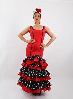 Trajes de flamenca en Oferta para Señora mejor precio y calidad en El Rocío. Trajes de sevillana de color rojo con lunares blancos y fondo negro en los volantes, cuenta con una piculina en negro a lo largo de todo el vestido, las mangas de tirantes. #trajesdeflamenca http://www.elrocio.es/trajes-de-gitana-talla-40/2241-traje-de-flamenca-oferta-2015.html