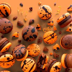 Learn how to make Chocolate Orange Macarons at home. Learn how to make Chocolate Orange Macarons at home. Köstliche Desserts, Delicious Desserts, Dessert Recipes, Yummy Food, Plated Desserts, French Macaroon Recipes, French Macaroons, Macaroon Cookies, Shortbread Cookies