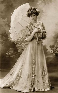 1903 Lady with parasol...