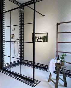 Interior Design Trends, Bathroom Interior Design, Home Interior, Victorian Tiles Bathroom, Wet Room Shower, Wet Rooms, Beautiful Bathrooms, Tile Design, Bathroom Inspiration