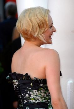 Unexpectedly Awesome Elisabeth Moss at the Emmys Pixie Hairstyles, Cute Hairstyles, Emma Watson Pixie, Hair Inspo, Hair Inspiration, Grown Out Pixie, Elizabeth Moss, Thick Curly Hair, The Emmys