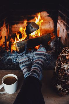 Cold mornings, toasty socks – worth words - To Have a Nice Day Cozy Aesthetic, Autumn Aesthetic, Christmas Aesthetic, Winter Christmas, Christmas Time, Christmas Crafts, Winter Illustration, Winter Cabin, Autumn Cozy