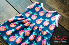 Baby Sundress Tutorial (Free Pattern) Easy to Sew I love this baby sundress tutorial that has a free sewing pattern. So sweet and simple. Great Sewing Project for babies. I love sewing baby clothes for my little one. Sewing Patterns Girls, Baby Dress Patterns, Baby Clothes Patterns, Sewing For Kids, Clothing Patterns, Pattern Sewing, Skirt Patterns, Coat Patterns, Pattern Drafting