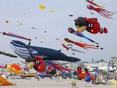 【画像・映像】 フランスの凧揚げ大会がカオスすぎると話題に