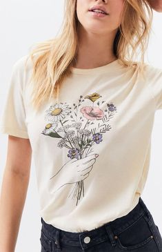 Embrace your inner flower lover with the Perfect Bouquet T-Shirt by PS / LA. Cool Outfits, Summer Outfits, Fashion Outfits, Stylish Outfits, Shirt Print Design, Shirt Designs, Graphic T Shirts, Graphic Tee Outfits, Flower Shirt