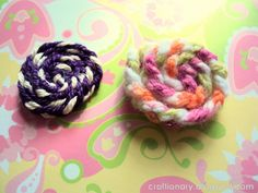 How to make yarn rosettes with scrap yarn by Craftionary