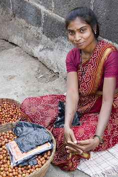 Selling fruit at Vajreshwari temple, India by Dey, via Flickr.