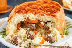 Kalabalık aile sofralarında baş tacı olacak, diğer tüm yemeklerden rol çalacak, pirinçleri tane tane dökülen, bol köfteli, köfteli perde pilavı tarifi.