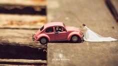 Unique Wedding Photography Poses Turns Couples Into Miniature People. These photo shots will surely blow your mind away.