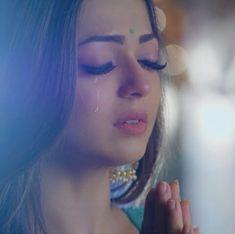 Eyeliner Looks, Eyeshadow Looks, Modern Sari, Drashti Dhami, Beautiful Indian Actress, Girl Face, Girl Pictures, Indian Actresses, Indiana