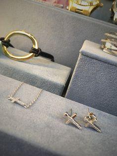 Conjunto de colgante y pendientes cruz de plata con circonitas para el Día de la Madre