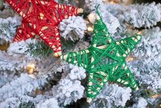 This year, skip the expensive ornaments and lighting and make your own Dollar Tree Christmas decorations. Just add a little elbow grease to make these Christmas DIY projects shine. Dollar Tree Christmas, Kids Christmas, Primitive Christmas, Christmas Colors, Christmas 2019, Christmas Projects, Holiday Crafts, Fall Crafts, Christmas Decorations