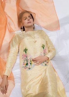 Pakistani Wedding Outfits, Pakistani Dresses Casual, Pakistani Dress Design, Bridal Outfits, Sleeves Designs For Dresses, Dress Neck Designs, Stylish Dress Designs, Embroidery Suits Design, Embroidery Fashion