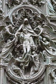 Detail of the portal sculpture of the Duomo in Milan, Italy Catholic Art, Religious Art, Art Ancien, Religious Tattoos, Angel Statues, Classical Art, Angel Art, Renaissance Art, Oeuvre D'art