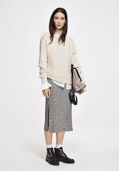 """""""Ungezwungen, bequem und gemütlich - so hab ich es am liebsten. Auch im Büro. Daher setze ich auf feine Knitwear zu leichten Blusen und derben Boots."""" The Stylelist Patricia: Zalando Mitarbeiter zeigen ihren Style"""