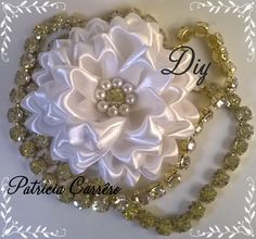 Flor de fita com strass e pérola DIY  Ribbon flower with rhinestones and pearls…