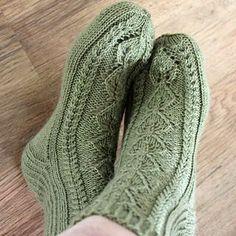 Ravelry: Elsit pattern by Niina Laitinen Knitted Slippers, Slipper Socks, Sock Leggings, Tights, Knitting Socks, Knit Socks, Fair Isle Pattern, Sewing Hacks, Sewing Tips