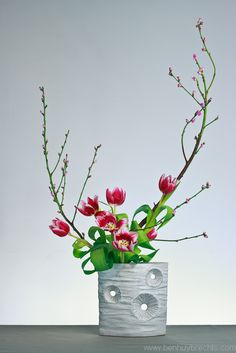 Develop creative skills to make beautiful living Japanese floral art. Ikebana, often translated as Japanese Flower Arrranging, is much more than flower arranging. Arrangements Ikebana, Ikebana Flower Arrangement, Beautiful Flower Arrangements, Flower Vases, Floral Arrangements, Beautiful Flowers, Tulips In Vase, Flower Show, My Flower