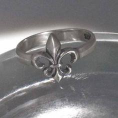 Petite Fleur De Lis Ring