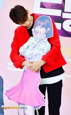 Park hyungsik so cuteee Que tierno *. Park Hyung Sik, Strong Girls, Strong Women, Asian Actors, Korean Actors, Park Hyungsik Cute, Ahn Min Hyuk, Strong Woman Do Bong Soon, A Love So Beautiful