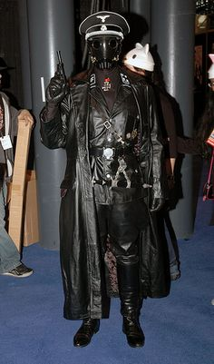 Karl Ruprecht Kroenen from Hellboy Skull Sketch, German Uniforms, Wolfenstein, Army Uniform, Cosplay, Cybergoth, Steampunk Diy, Dieselpunk, Moda Masculina