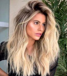 popular hairstyles this year – Hair desing Beach Blonde Hair, Blonde Hair Looks, Blonde Hair With Highlights, Balayage Hair Blonde, Brown Blonde Hair, Beach Hair, Ombre Hair, Lob Hair, Blonde Hair With Dark Roots
