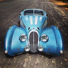 Vintage car and supercar famous photos Vintage Sports Cars, Retro Cars, Vintage Cars, Antique Cars, Classic Trucks, Classic Cars, Ferrari, Amazing Cars, Awesome