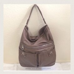 "Marc Jacobs Faridah Turnlock Hobo ❗️Price is Lowest❗️ Authentic GORGEOUS all leather ""Faridah Turnlock Hobo"" Marc by Marc Jacobs in excellent overall condition, has some wear along the edges but nothing noticeable. Measures 14x12x3.5 with a 11.25"" strap drop.  Comes with dustbag.                                                                                                   Fabulous Purse at a Fabulous Price Marc by Marc Jacobs Bags Hobos"