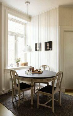 Keltainen talo rannalla: Valkoista,väriä ja valokuvia Kitchen Dining, Dining Bench, Air B And B, Wall Treatments, Kidsroom, Decoration, Cool Kitchens, Shabby Chic, Rustic