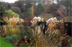 Stauden und Gräser im herbstlichen Garten.......Arabella Lennox-Boyd : Landscape & Architectural Design