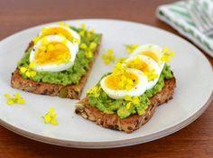 Recipe: Avocado and Egg Toast with Wild Mustard Flowers Making Hard Boiled Eggs, Mustard Flowers, Egg Toast, Portion Control, Meatless Monday, Light Recipes, Avocado Toast, Veggies, Tasty