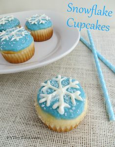 Snowflake Cupcakes Recipe with Printable Snowflake Stencil Template