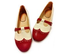 Etsy の Dotty Red Red and white flat leather shoes by QuieroJune