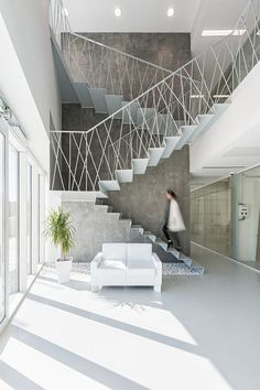 40 Awesome Modern Stairs Railing Design for Your Home Modern Stair Railing, Stair Railing Design, Staircase Railings, Modern Stairs, Wood Stairs, Stairways, Railing Ideas, Interior Railings, Interior Stairs