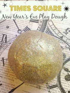 Gold Glitter Play Dough // Ring in the new year with this glitzy glittery New Year's Eve Play Dough. New Years With Kids, Kids New Years Eve, New Years Eve Dinner, New Years Party, New Year's Eve Celebrations, New Year Celebration, Christmas And New Year, Christmas Bulbs, Glitter Playdough