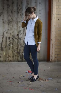 Oxford shirt, cardigan sweater and skinny jeans. Classic & Casual.