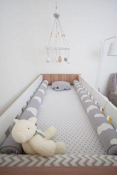 Projeto Toda Arquitetura. Acesse: http://mamaepratica.com.br/2015/10/01/4-projetos-descolados-de-quartos-de-bebes/  #bebês #quarto #decoração