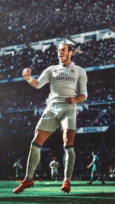 Gareth Bale of Real Madrid in Lionel Messi, Bale Real, Real Madrid Wallpapers, Equipe Real Madrid, Madrid Football, Real Madrid Players, Rugby Men, Football Wallpaper, Athletic Men