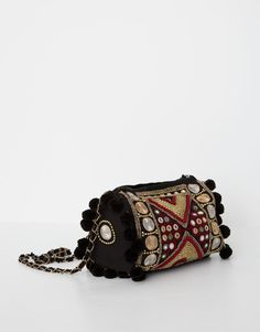 Bolso pompones - Pull and Bear 29,99€