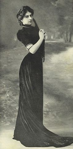 Mata Hari, she may not have been a woman worth looking up to, but doggonit, she was beautiful!