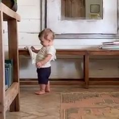 Joanna Gaines Shares Sweet Video of Baby Crew Walking Around Their Home 2 Weeks After His First Steps Joanna Gaines Family, Jojo Gaines, Joanna Gaines Decor, Joanna Gaines Farmhouse, Joanna Gaines Style, Chip And Joanna Gaines, Chip Gaines, Fixer Upper Joanna, Magnolia Fixer Upper