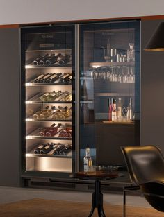 VINA EPICURE - Designer Cabinets from Arclinea ✓ all information ✓ high-resolution images ✓ CADs ✓ catalogues ✓ contact information ✓ find. Wine Shelves, Wine Storage, Home Wine Cellars, Modern Home Bar, Wine Cellar Design, Home Bar Designs, Wine Display, Drinks Cabinet, Wine Wall