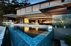 Schwimmbecken-Outdoor-Design-Form-Materialien-Ideen-Moderne-residenz