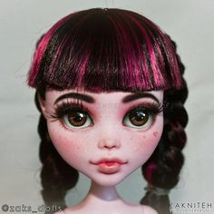 Swipe 👉 Close ups of a comissioned Frightfully Tall Ghouls, Draculaura. Last photo belongs to doll owner If you like what… Doll Eyes, Doll Parts, Doll Repaint, Monster High Dolls, Star Vs The Forces Of Evil, Pretty Dolls, Collector Dolls, Doll Stuff, Custom Dolls