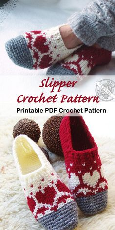 Make a Cozy Pair of Slippers Crochet slipper pattern - A Crafty Life Looking for a cozy gift idea? Try any of these Crochet Slipper Patterns for a great gift. You can use lots of different color combos to fit anyone. Crochet Gifts, Free Crochet, Knit Crochet, Patron Crochet, Crochet Slipper Pattern, Slippers Crochet, Knitting Patterns, Crochet Patterns, Knitting Ideas